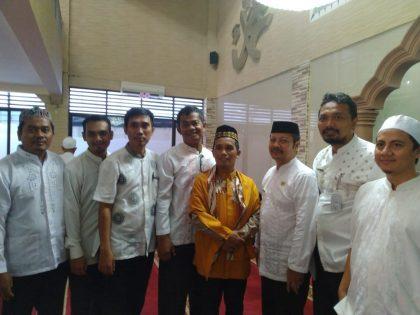 Guru dan Karyawan Bersama Ustadz